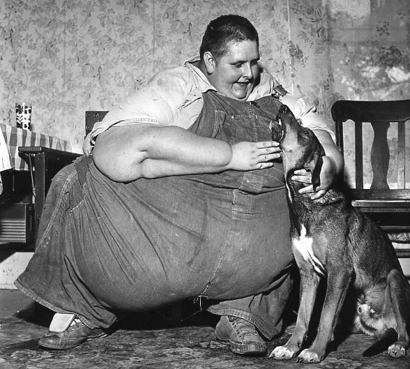 Robert Earl Hughes weighed 1,070lb (485 kg)