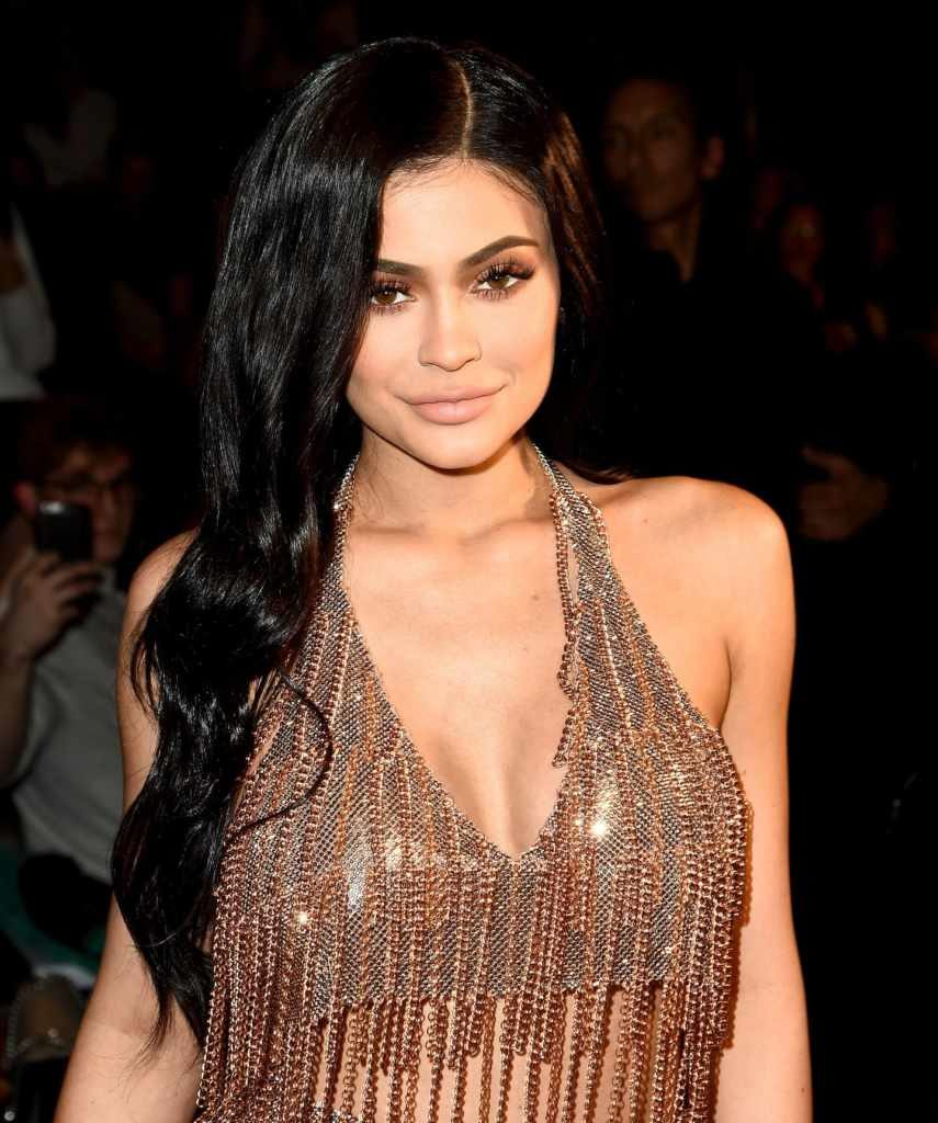 Kylie Jenner is 5ʹ6ʺ/168 cm tall and she weighs 139 lbs/63 kg