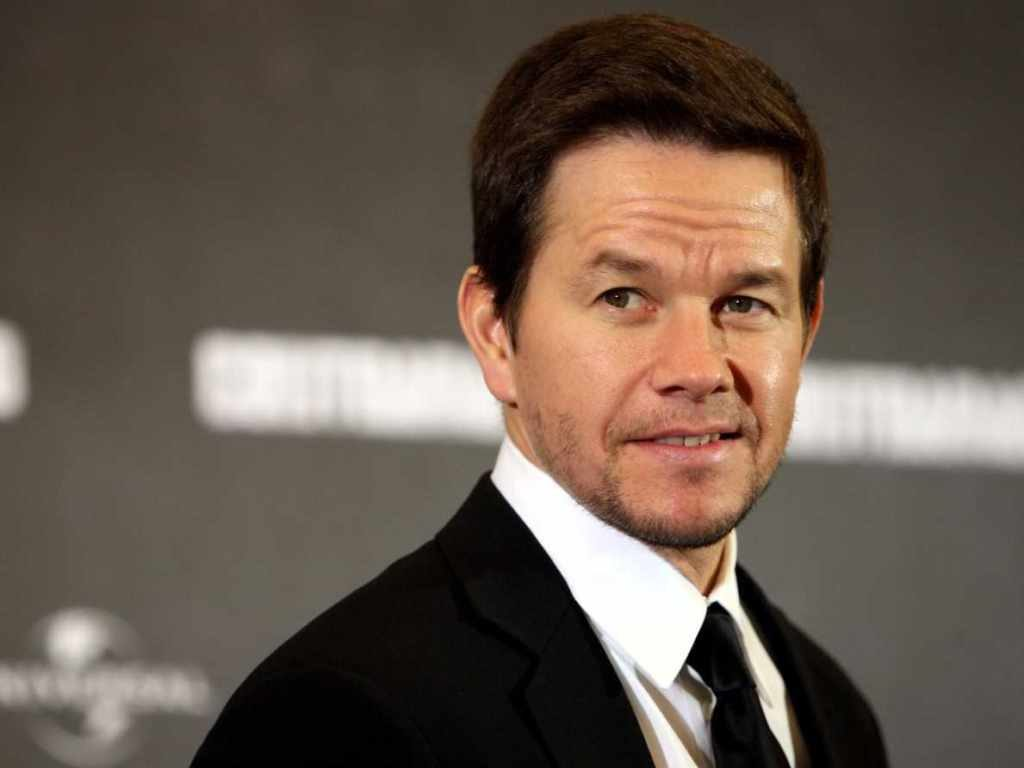 Mark Wahlberg is 5ʹ8ʺ/173 cm and he weighs 172 lbs/78 kg