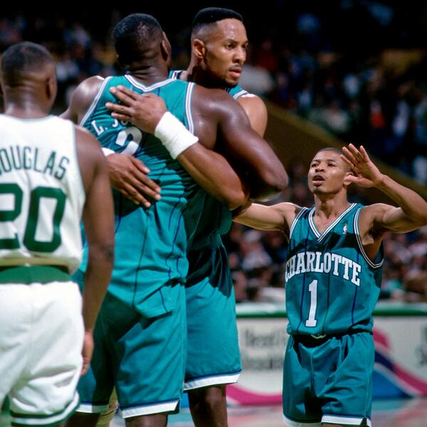 "Tyrone Muggsy Bogues is 5'3"" (1.60 m) tall and weighs around 135 lbs (61 kg)"