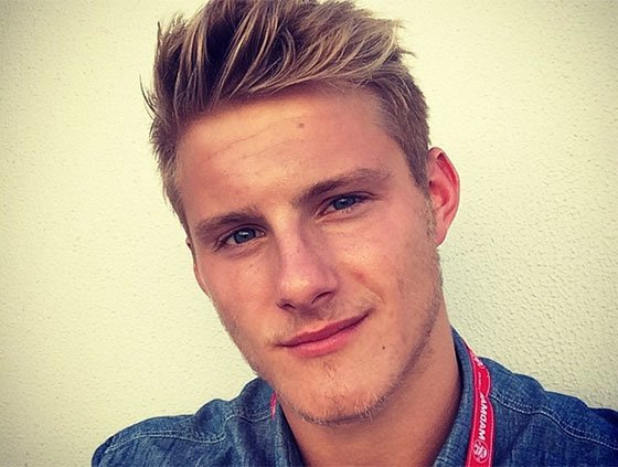 "Alexander Ludwig is 6'2""/188 cm and he weighs 194 lbs/88 kg"