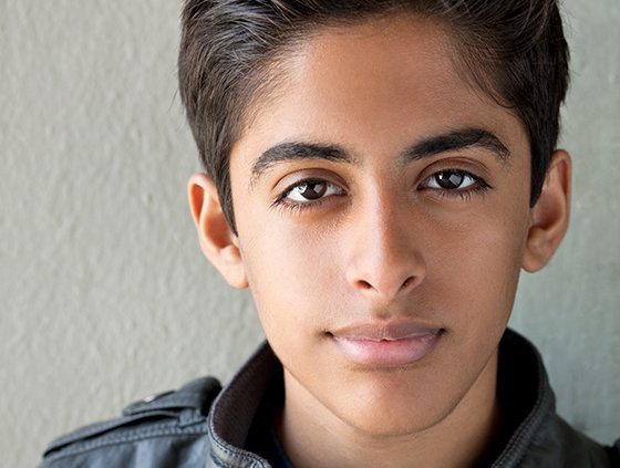 "Karan Brar is 5'5"" in/165 cm tall and he weighs 123.5 lbs/56 kg"