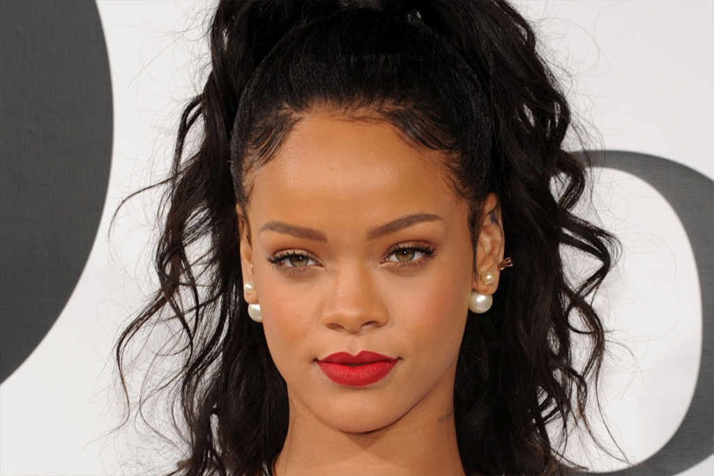"Rihanna is 5'8""/173 cm and she weighs 134.5 lbs/61 kg"