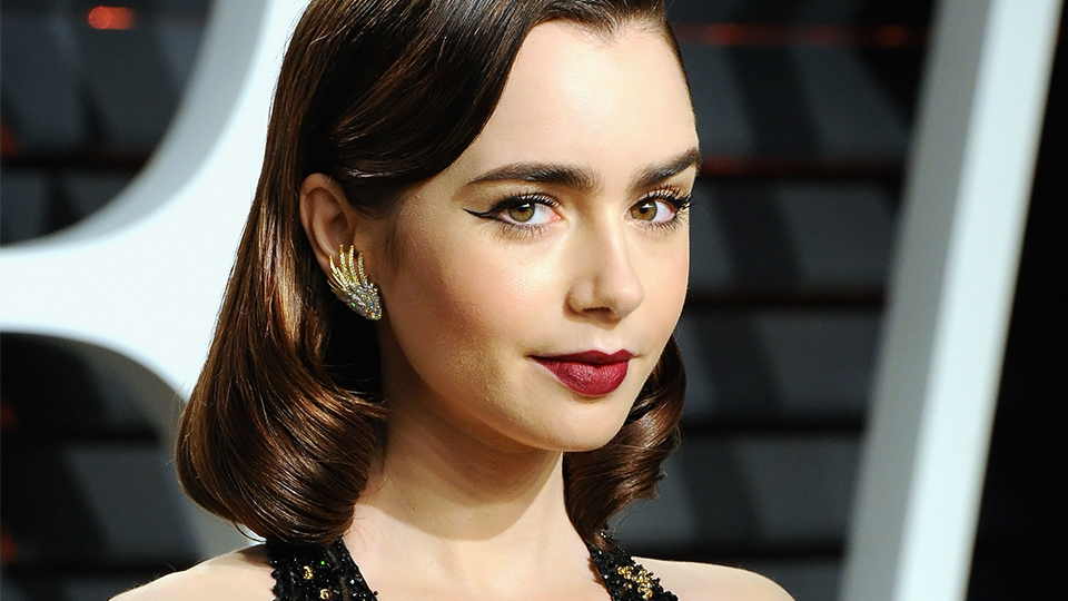 Lily Collins' body measurements are 32-24-33 in / 81-61-84 cm