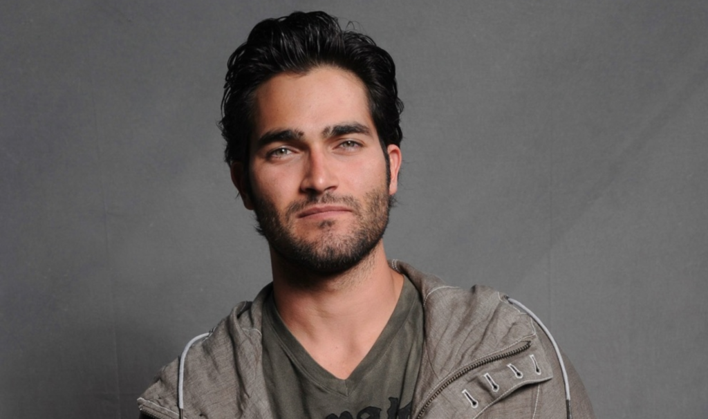 Tyler Hoechlin's body measurements are46-33-15.75 in / 117-84-49 cm