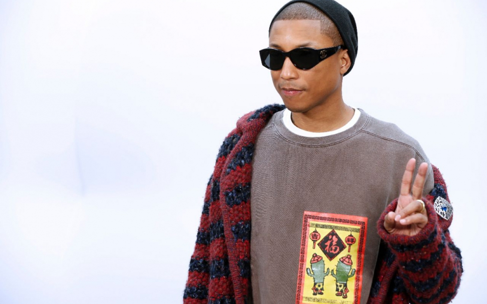 Pharrel Williams' body measurements are 40-32-14 in / 102-81-36 cm