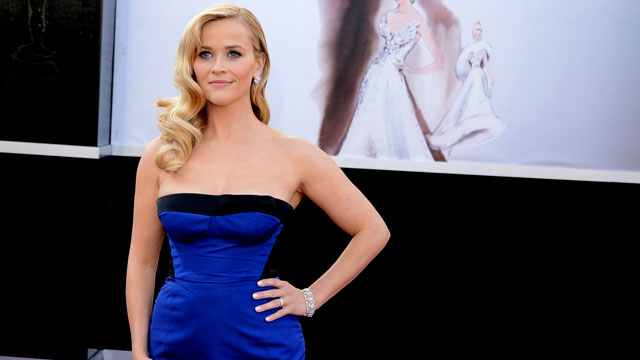 Reese Witherspoon's Body Measurements are 34-25-35 in / 87-63.5-89 cm