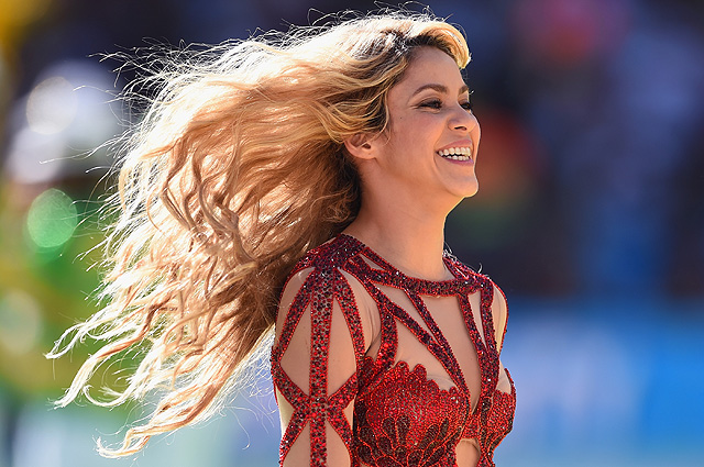 Shakira's Body Measurements are 34-24-37 in / 87-61-94 cm