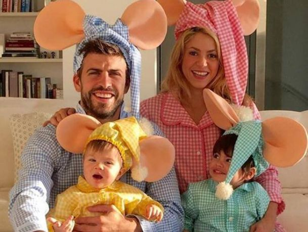 Shakira with her husband and kids