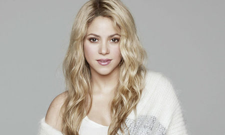 "Shakira is 5'2""/157 cm tall and she weighs 117 lbs/53 kg"
