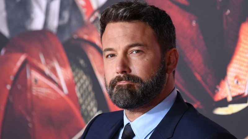 "Ben Affleck is 6'3.5""/192 cm tall and he weighs 216 lbs/98 kg"