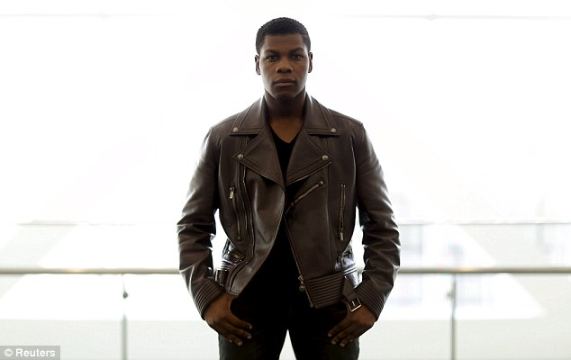 John Boyega's body measurements are 42-36-14 in / 106.6-91.5-35.5 cm