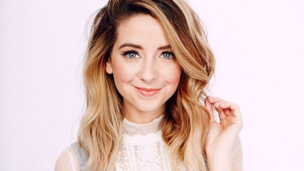 "Zoella is 5'4""/163 cm tall and she weighs 115lbs/52 kg"