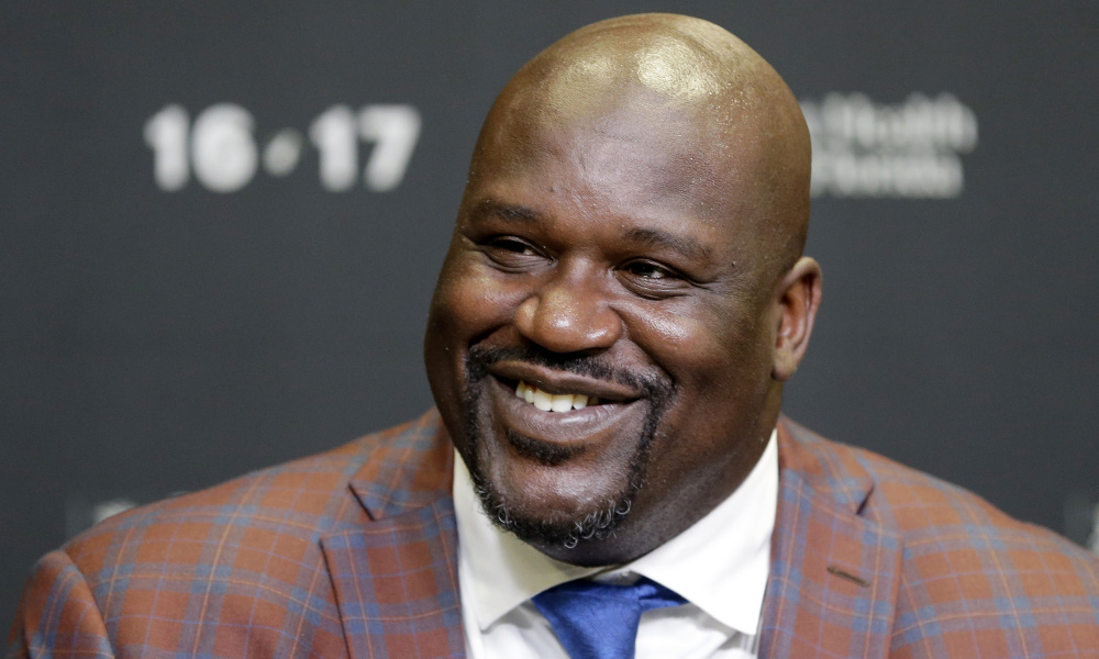 "Shaquille O'Neal is 7'1""/216 cm tall and he weighs 328.5 lbs/149 kg"