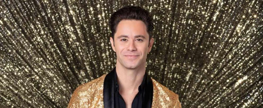 "Sasha Farber is 5'7""/170 cm and he weighs 152 lbs/69 kg"
