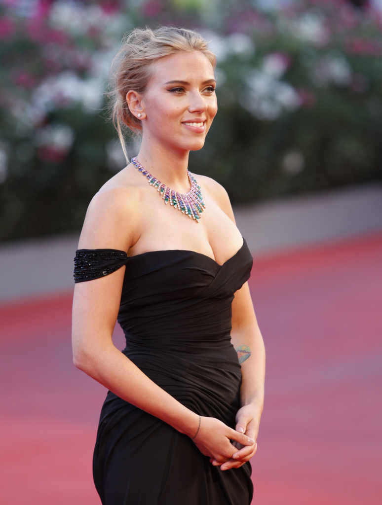 Scarlett Johansson's Body Measurements are 36-26-36 in / 91.5-66-91.5 cm