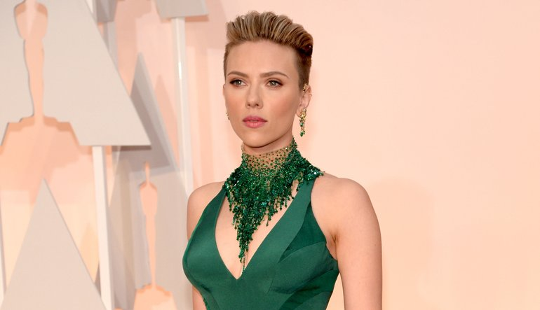 "Scarlett Johansson is 5'3""/160 cm tall and she weighs 125lbs/57 kg"