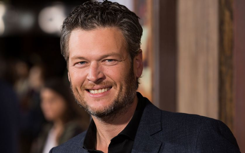 "Blake Shelton is 6'5""/196 cm tall and he weighs 212lbs/96 kg"