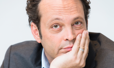 """Vince Vaughn is 6'5""""/196 cm tall and he weighs 220 lbs/100 kg"""