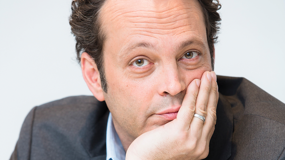 "Vince Vaughn is 6'5""/196 cm tall and he weighs 220 lbs/100 kg"