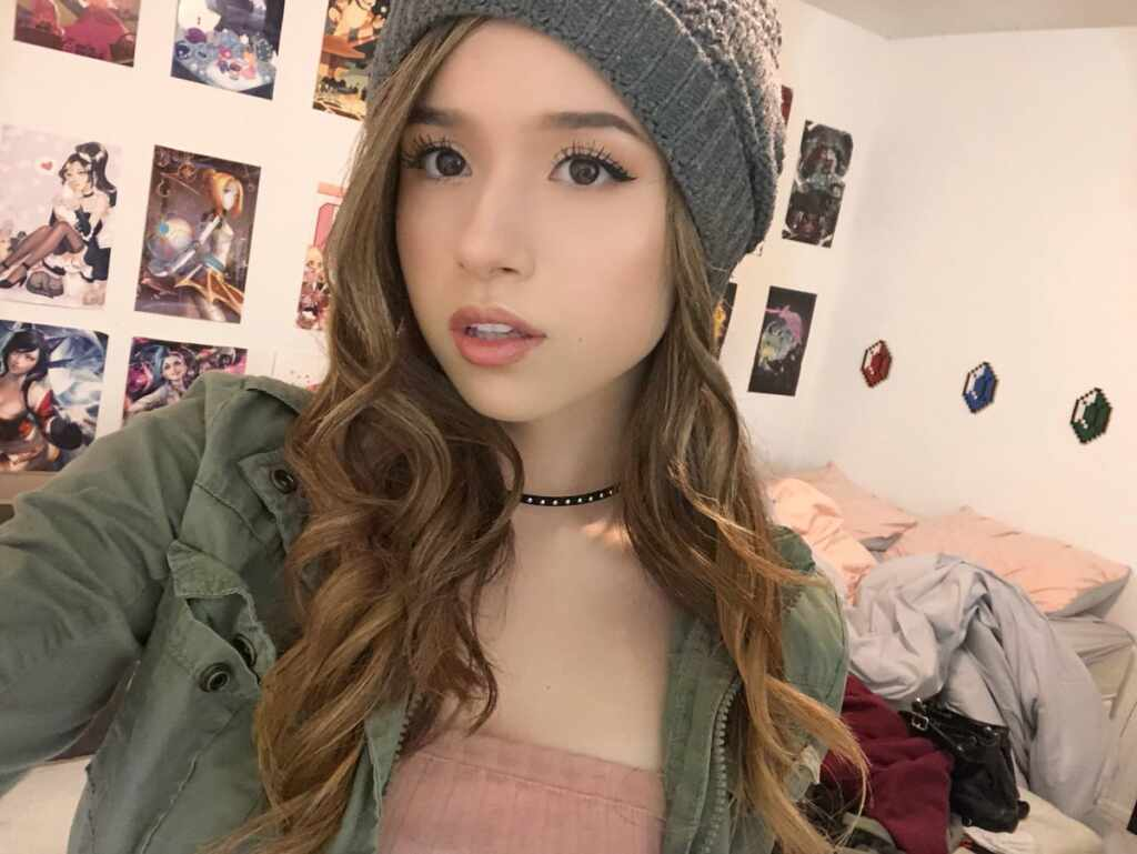 "Pokimane is 5'3¾""/162 cm tall and she weighs 117 lbs/53 kg"
